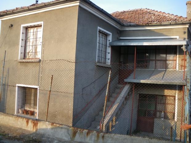Дом в Извор